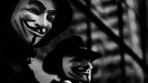 """Za Anonem media sznurem – kto uwierzył w """"cyberwojnę"""" z Państwem Islamskim?"""
