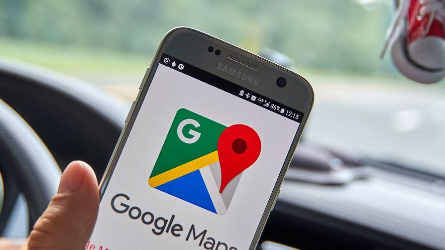 Asystent Google z nowościami w Mapach Google. (depositphotos)
