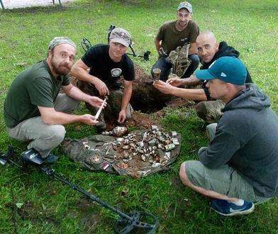 W Nowym Sączu odnaleziono skarb. Skrzynia srebra pochodzi z przełomu XIX/XX w.
