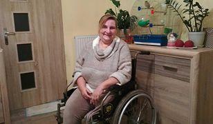 Syn pomaga niepełnosprawnej mamie. Nie chce pieniędzy. Szuka jej pracy