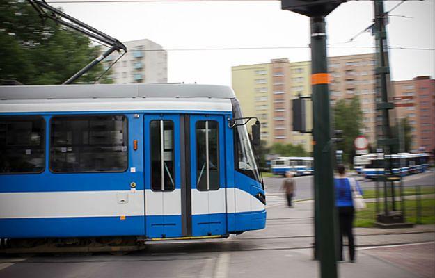 Pieszy wpadł pod tramwaj w Krakowie. Są utrudnienia w ruchu