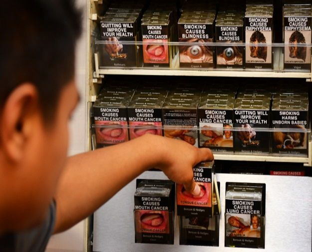 Prawo nakazujące umieszczanie drastycznych zdjęć na opakowaniach papierosów jest przedmiotem pozwu koncernów tytoniowych przeciwko Australii