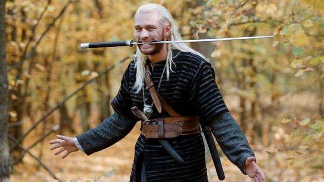 """Michał Żebrowski jako """"Wiedźmin"""" w filmie Marka Brodzika (2001 r.)"""