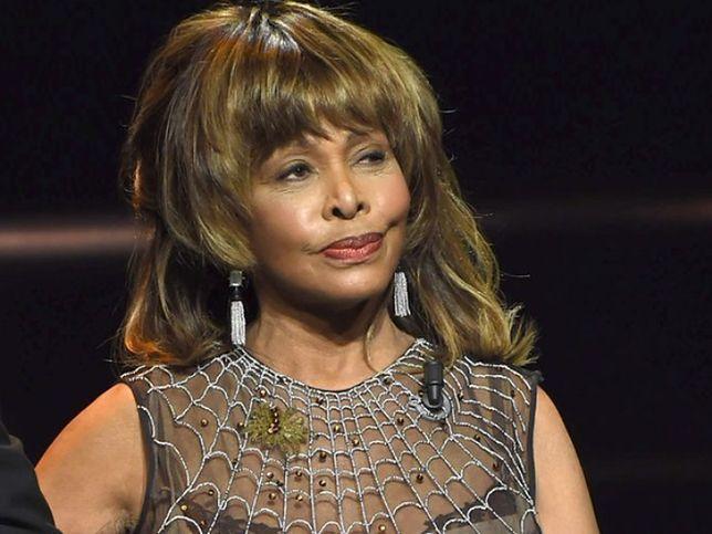 To Ike zmusił ją do przyjęcia pseudonimu Tina Turner.