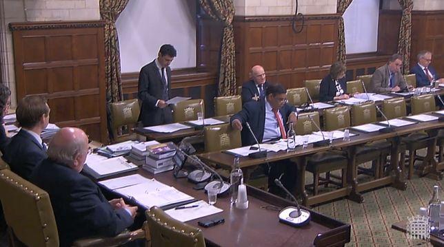 Alex Sobel przemawia podczas debaty nad ustawą o IPN