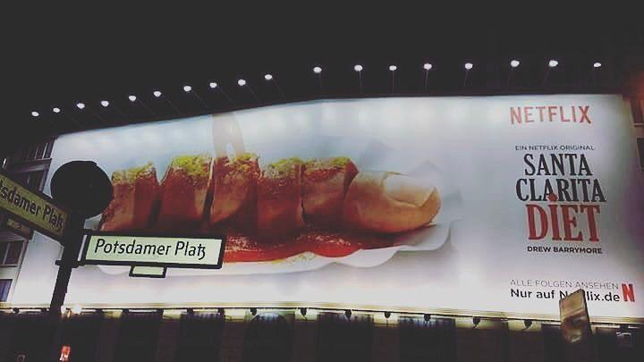 """Niemcy oburzeni reklamą """"Santa Clarita Diet"""". """"Wzbudza strach i obrzydzenie"""""""