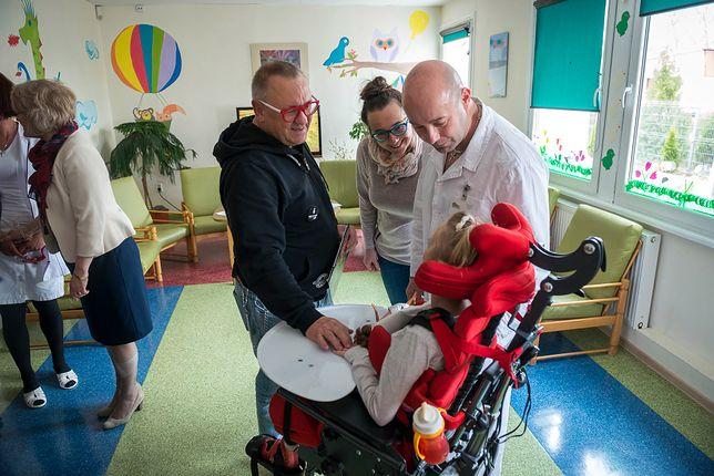 Owsiak pomaga toruńskiemu hospicjum. Internauci pytają, co w tym czasie robił Rydzyk
