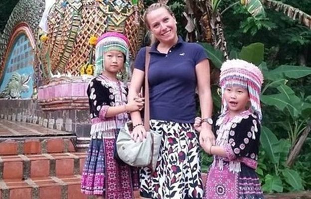 Urocze złodziejki. Turysta uwiecznił moment, w którym dwie dziewczynki kradną zegarek jego partnerki
