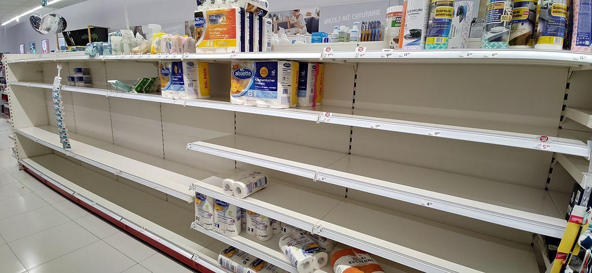 Drogeria Rossmann 24 października. Ze sklepowych półek znika papier toaletowy.