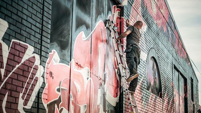 Właściciel budynku zamalował graffiti