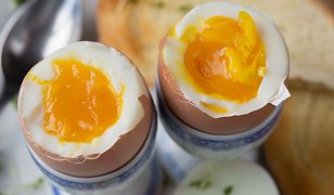 Jajka na miękko w luksusowej wersji. Z tym dodatkiem smakują bosko