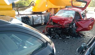 Karambol na S7. Cztery osoby ranne, trasa zablokowana