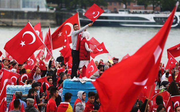 Zwolennicy Erdogana zebrali się na demonstracji w Kolonii