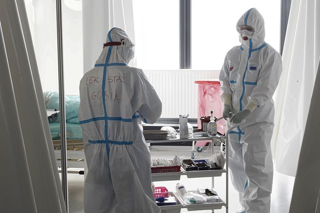 Praca w szpitalu tymczasowym (zdjęcie ilustracyjne)