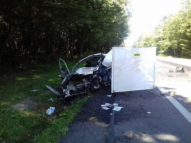 Śmiertelny wypadek w Lubelskiem. Nie żyje kierowca auta