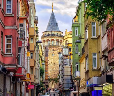 Choć Stambuł nie jest stolicą Turcji, przyciąga znacznie więcej turystów niż główne miasto tego kraju - Ankara