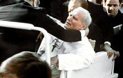 """""""Stałem pół metra od niego"""". Fotograf papieża o zamachu na Jana Pawła II"""