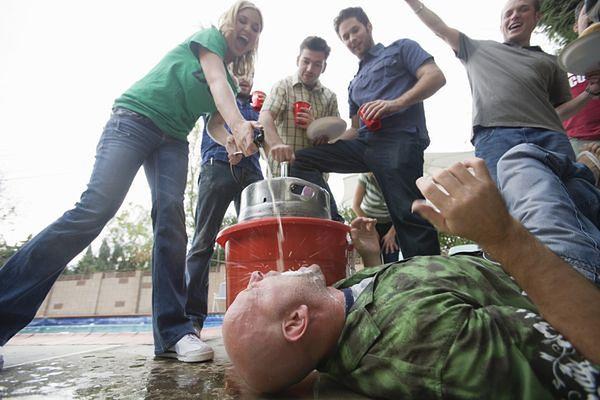 Musisz przestać pić na imprezach!