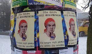 """Kontrowersyjne plakaty w Mińsku Mazowieckim. """"Nie krzycz zbyt głośno, gdy gwałci Cię uchodźca"""""""