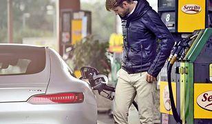 Widmo 5 zł na litrze benzyny się oddala
