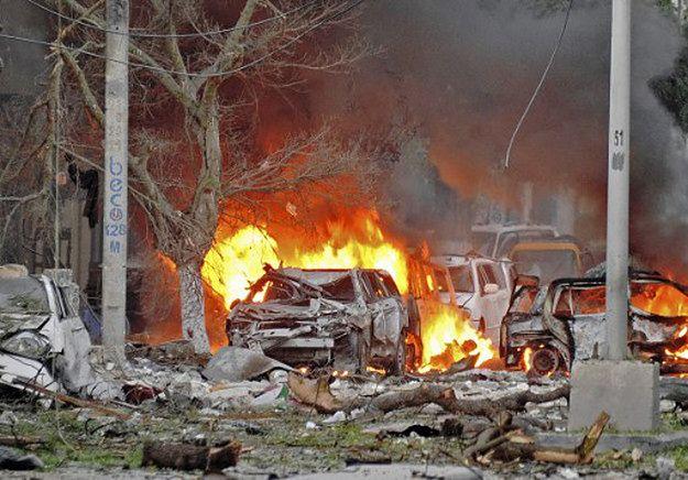 Miejsce ataku bombowego Al-Szabaab w Mogadiszu; czerwiec 2016 r.