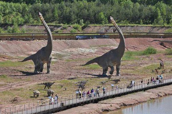 Dinozaury tylko w kinie? Polska też ma swój park jurajski