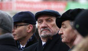 """Sasin przyznał, że istniały """"duże różnice poglądów"""" między Macierewiczem a Dudą"""