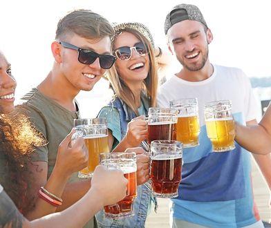Piwo tańsze niż bochenek chleba. Miejsca, w których bursztynowy trunek kosztuje niewiele