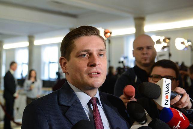 Jako wiceminister obrony Kownacki odpowiadał za zakupy dla armii