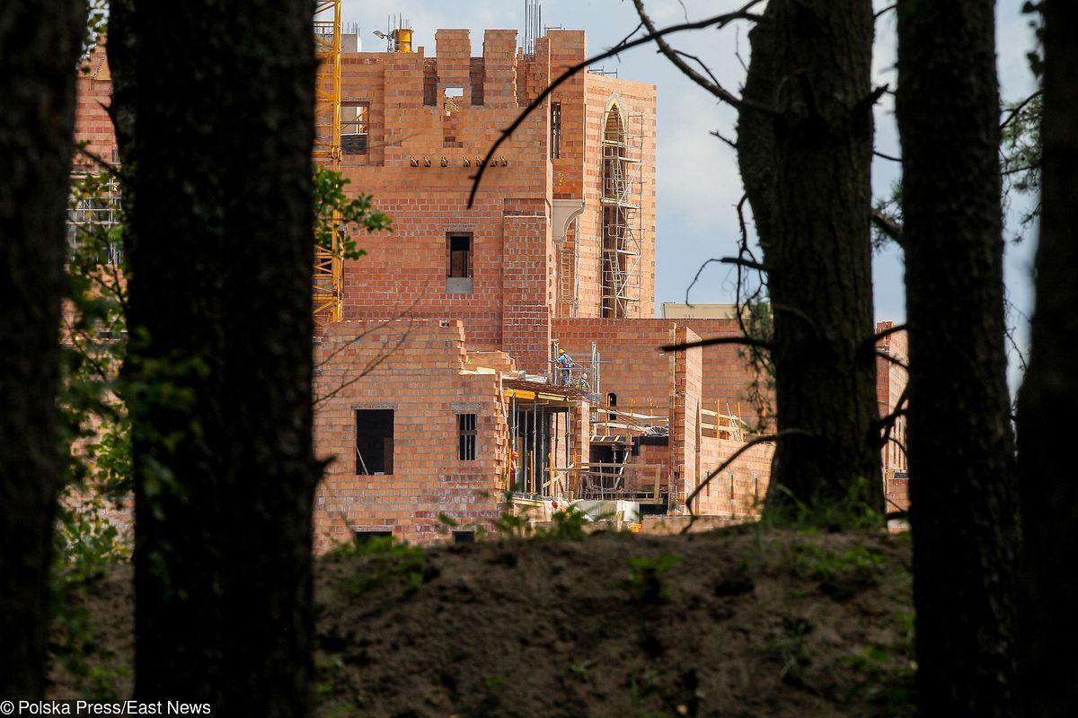 Jak sobie załatwili zamek w Puszczy Noteckiej. Budowę poparli zagorzali ekolodzy