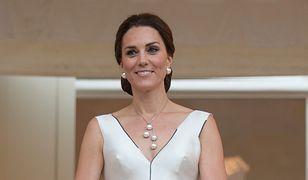 Tort wzorowany kultową sukienką Gosi Baczyńskiej. Założyła ją Kate Middleton