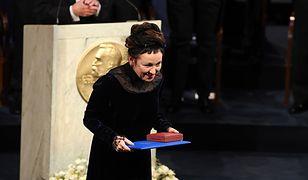 Olga Tokarczuk odebrała nagrodę Nobla. Uwagę zwracało, co miała we włosach