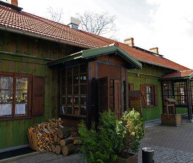 Szlak zabudowy drewnianej, Wola. Dom mieszkalny z XIX wieku, ul. Górczewska, obecnie Karczma Soplicowo [zdjęcie archiwalne]