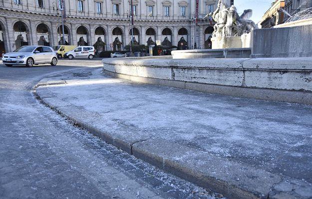 """""""Corriere della Sera"""": dwaj polscy bezdomni zmarli z zimna we Florencji i Mediolanie"""