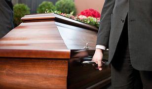 Skandal na pogrzebie. Ksiądz zamknął kaplicę