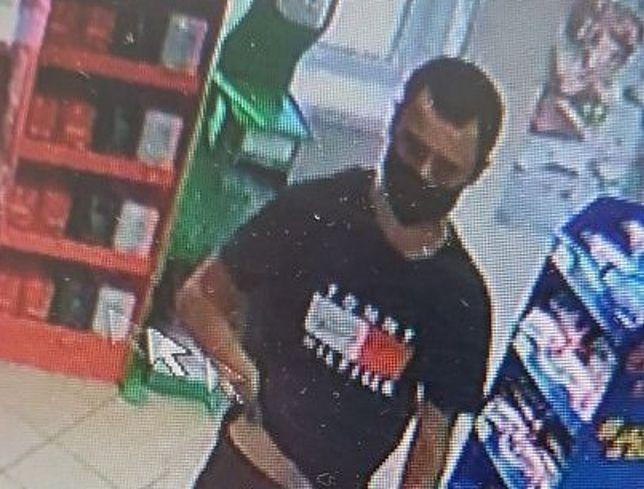 Jarosław. Policja poszukuje mężczyzny, który napadł na sklep