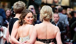 LOOK OF THE DAY: Emilia Clarke w pastelach