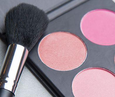 Róż do policzków to zaraz obok podkładu i tuszu do rzęs najważniejszy kosmetyk do makijażu.