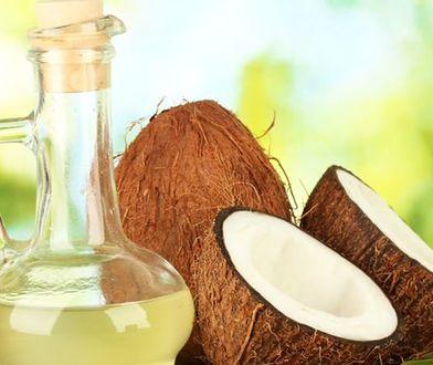 Olej kokosowy na włosy, skórę, twarz i zęby – jak działa?