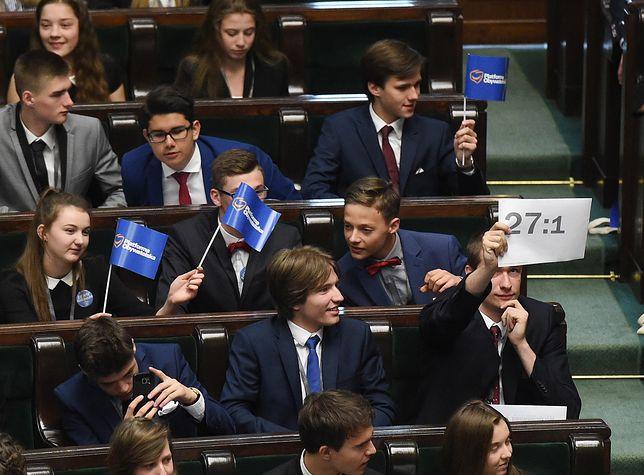 """""""Byłem trochę zdruzgotany"""". Sławomir Neumann i publicyści komentują Dzień Dziecka w Sejmie"""