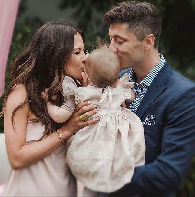 Anna i Robert ze swoją córeczką.