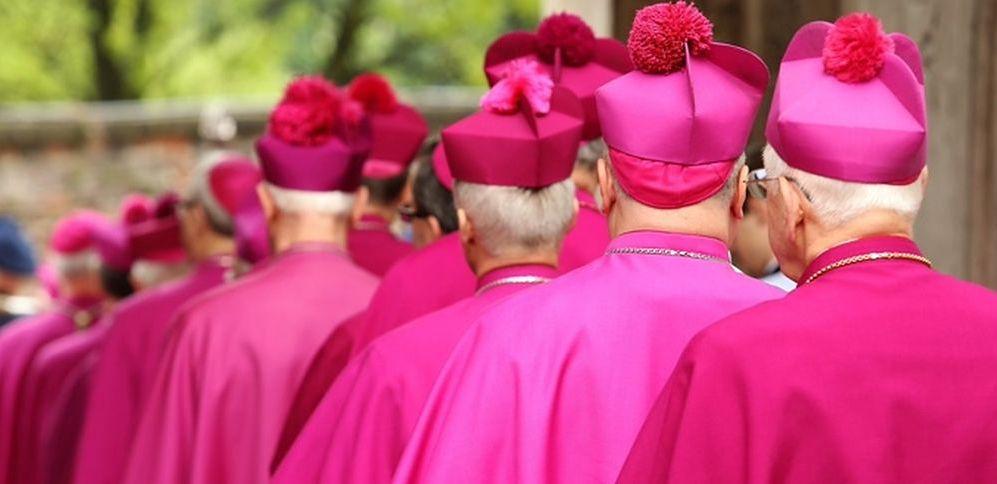 """Reakcja Episkopatu na """"Tylko nie mów nikomu"""". """"Testem wiarygodności byłyby dymisje biskupów, którzy ukrywali prawdę"""""""
