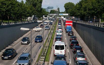Długa droga do pracy. Polacy zmęczeni dojazdami