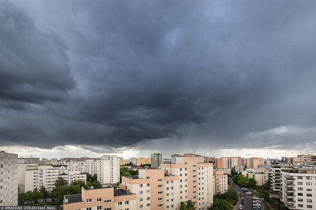 Warszawa. Uważajmy na ulewne deszcze i gwałtowne burze z gradem
