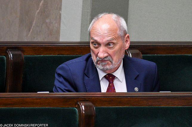 """Macierewicz odwołany. Lasek: """"Wzrośnie wiarygodność polskiego rządu"""""""