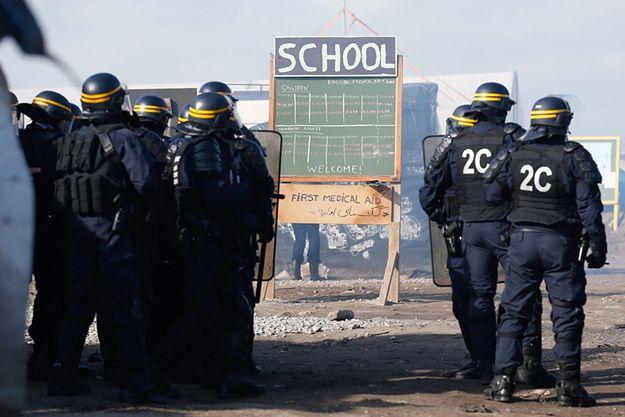 Starcia w czasie ewakuacji obozu dla uchodźców pod Calais we Francji