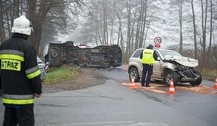 Zderzenie busa z samochodem - 11 osób rannych