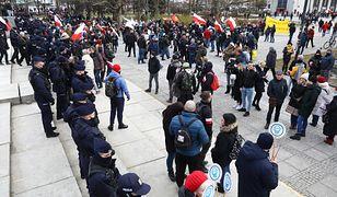 Warszawa. Protest przeciwników obostrzeń epidemicznych. Zareagowała policja