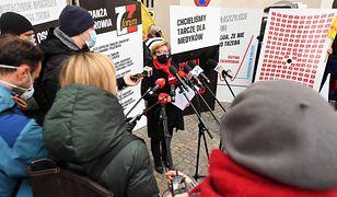 """Warszawa. Protest medyków przed Ministerstwem Zdrowia. """"Możliwy paraliż służby zdrowia"""""""