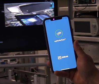 Defibrylator, który łączy się ze smartfonem.